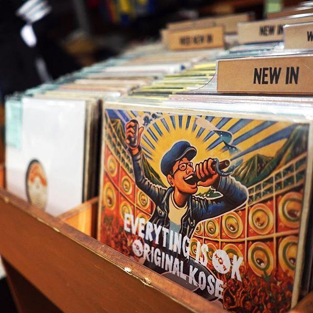 発売日が待ち遠しくて、こんなことして遊んでました(笑)画像はイメージです。実はぼちぼち各種レコード店にてCDの予約受け付けが始まっているようです♪オフィシャルからの特典付予約情報についてはもうしばしお待ちください!撮影協力 Drum and Bass RecordsPhoto by Atushi Kawai#everyting_is_ok