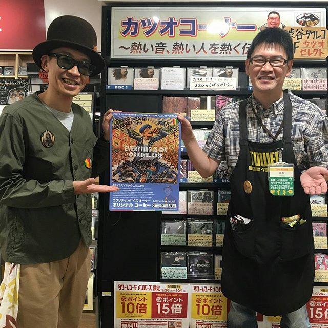 東京ツアーの合間に、タワーレコード渋谷店のカツオさんにサンプルとポスターをお渡しに行ってきました!カツオさんは言わずと知れた、熱い音と熱い人をプッシュするカツオコーナーや熱い音ライブを展開されているカリスマ店員さん。この日も暖かく受け入れて頂き、なんと自分のアルバムのポップまで書かせてくれました。カツオさんありがとうございました