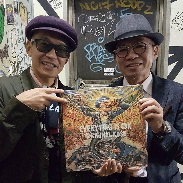 【OKアルバム御礼】今回の東京でもオリジナルコーセーのアルバムをゲットいただきまして感謝感謝です!昨年9月の渋谷での宇田川ジャムロックにも遊びに来てくれていた @kojikoji8888 さん、今回はLPとアナログ系ほとんどゲットしていかれましたー!(^^)! ダンスにスーツでネクタイしめて来てはる人は個人的にリスぺクトです!ある意味ラガやと思います★ありがとうございました!#originalkose #original_kose #オリジナルコーセー#origidub #origidubstudio #everyting_is_OK #everytingisok#japan #japanese #madeinjapan #japanmade #日本#reggae #dub #dancehall #roots #stepper #digikal #killer#soundsystem #dubwize #deejay #singjay