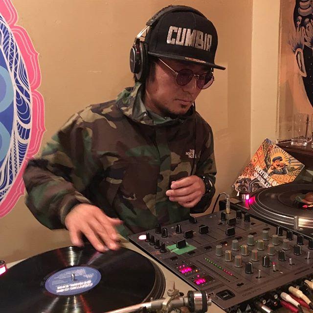 "DJ CABARET(REAL THINGS / クンビア商店) play ""LOVE CUMBIA"" from my LP!LPやのにDJのレコードバッグに入れてもろてる事は大変嬉しいことです!Give a thanks★#originalkose #original_kose #オリジナルコーセー #origidub #origidubstudio #everyting_is_OK #everytingisok #japan #japanese #madeinjapan #japanmade #日本#reggae #dub #dancehall #roots #stepper #digikal #killer#soundsystem #dubwize #deejay #singjay"