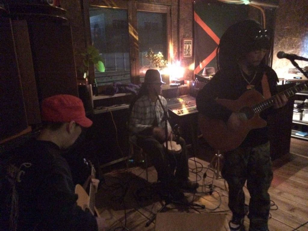 2015.2.8SUN Acoustic Live at Corner Stone Bar1_2