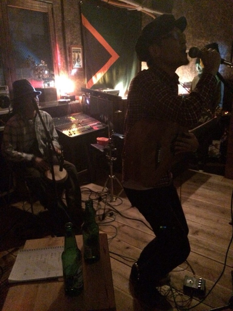 2015.2.8SUN Acoustic Live at Corner Stone Bar7_3