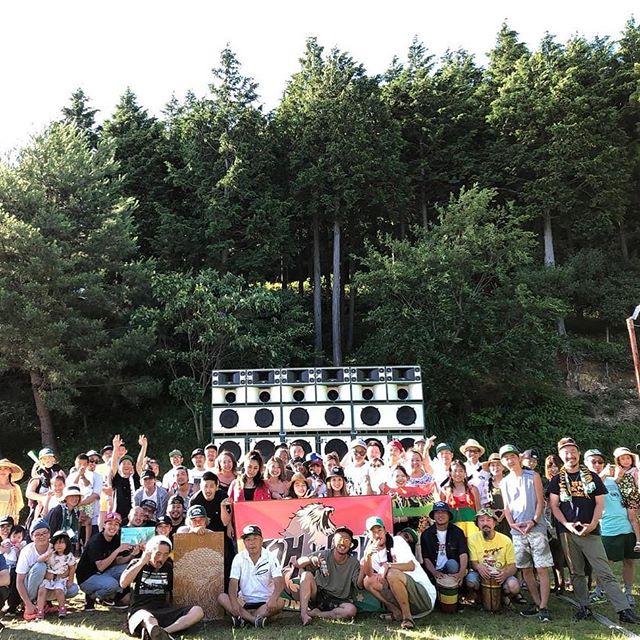 今年一番の天候に恵まれて、YARD MAN VIBES2018も無事終了しました★今や日本一となったJAH WORKSのファミリーパーティーに、昔では考えられないたくさんの人が遊びに来てくれました★家族連れがたくさん!子供たちもいっぱい!これぞフィールアイリー★スイカ割りも大人の出る幕はなくなりましたね(笑)大人はフルセットのJAH WORKS SOUND SYSTEM a.k.a 緑色の大きなスピーカーで文句なしの極上の一日でした★次はSWEET RIVER ROCKでお会いしましょう★